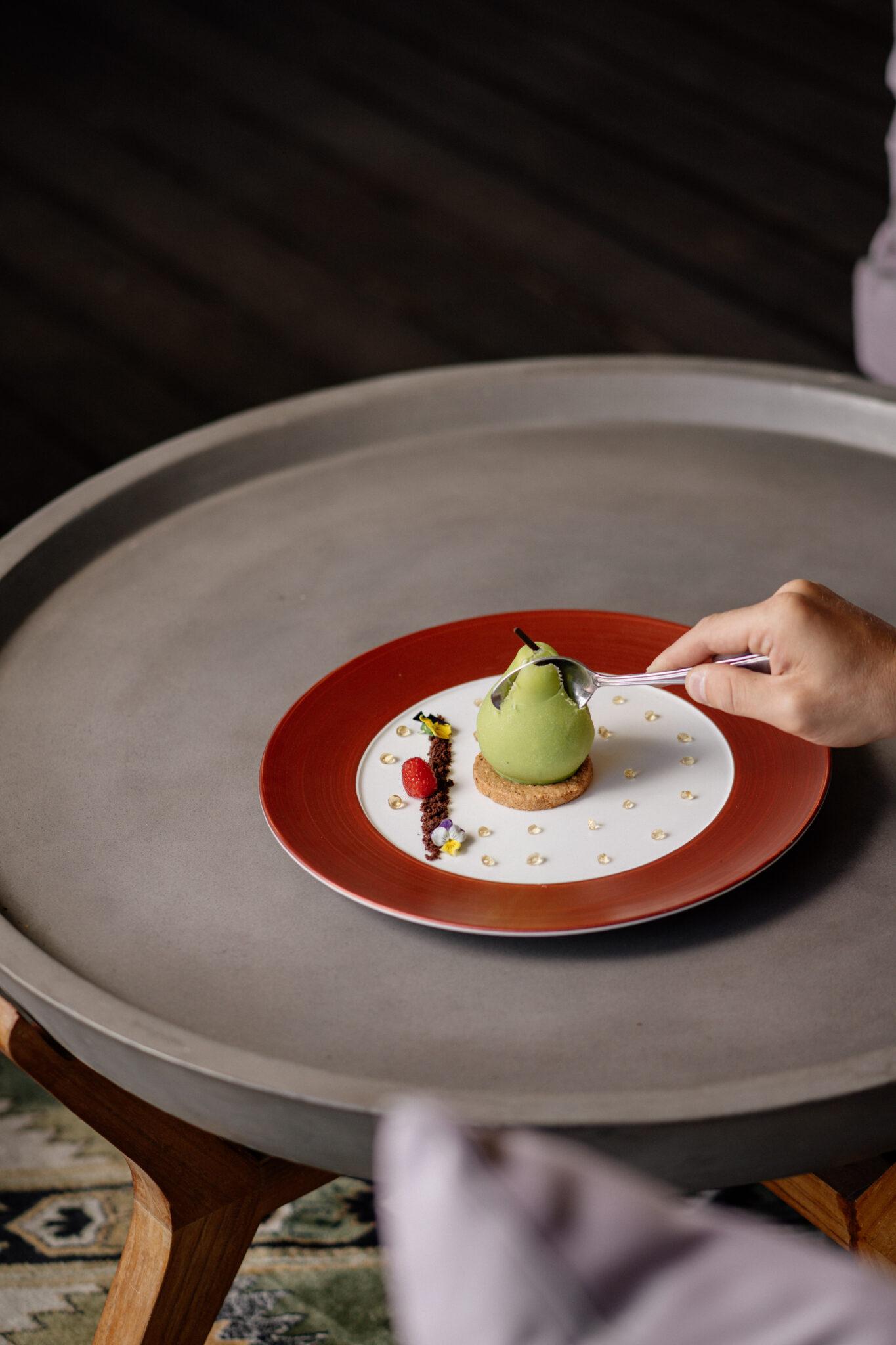 restaurant dessert pear